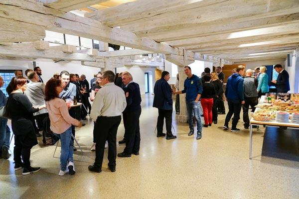 Come together bei der Spendenveranstaltung der Dennert Poraver in der Zehntscheune in Schlüsselfeld