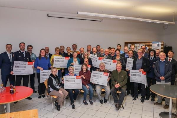 Die Vertreter der Vereine und gemeinnützigen Organisationen aus Postbauer-Heng.