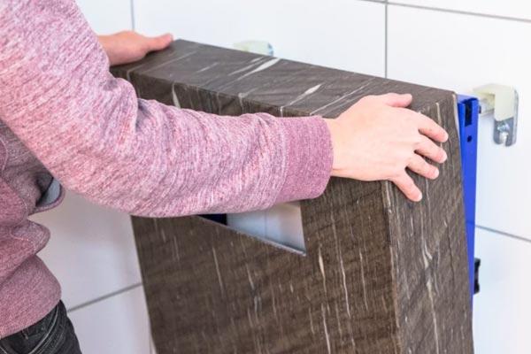 Montage der WC-Block Haube